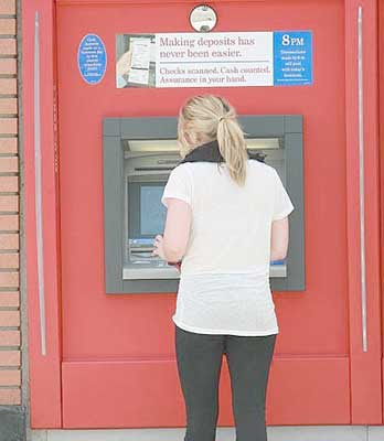 Hilary Duff  Making Deposits Pics