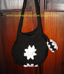 FAT BOTTOM BAG B y N con flores en relieve