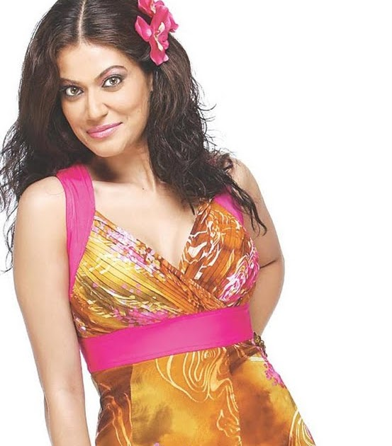 oops bollywood sexy payal rohatgi almost an upskirt hq pic