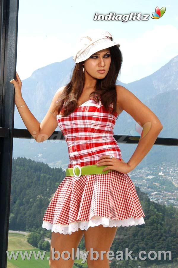Nayanthara Latest Hot Pics - 9 Pics
