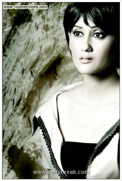 , Gunjan Walia  Hot Portfolio Photoshoot Pics