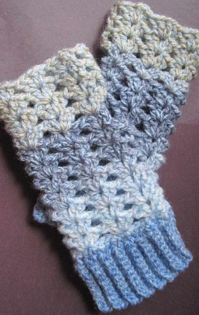 Free Crochet Pattern Childrens Fingerless Gloves : Getting Hooked: Free Crochet pattern fingerless gloves