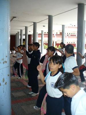 Diez grupos de las primarias bailan