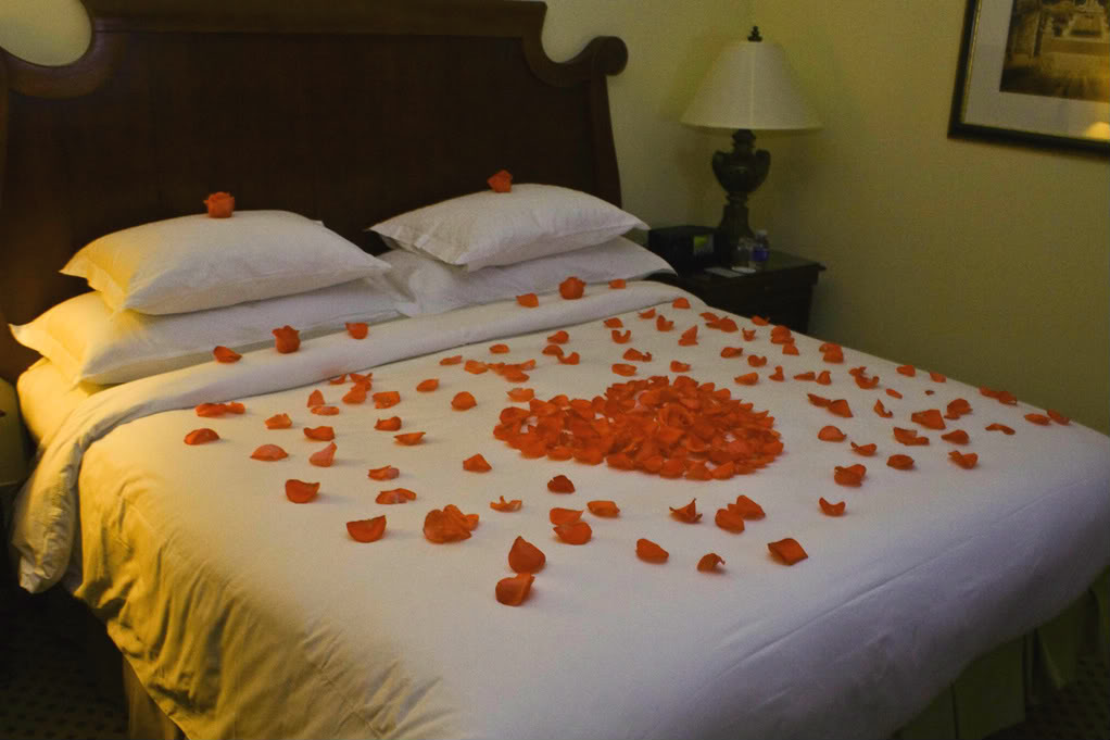 Romantic Honeymoon Bed : Wedding: Romantic Wedding Bed