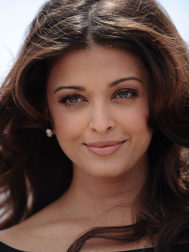 Aishwarya Rai Latest Romance Hairstyles, Long Hairstyle 2013, Hairstyle 2013, New Long Hairstyle 2013, Celebrity Long Romance Hairstyles 2220