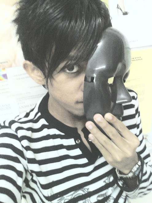 bEhinD dA fAceleSS mAsk iS mE...