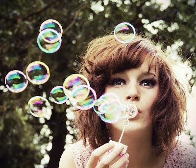 http://3.bp.blogspot.com/_pnd5q5pZyx4/S7oMacY9RsI/AAAAAAAAAAw/zS4iM06rMX4/s1600/Bubbles_and_bokeh_by_ByLaauraa.jpg