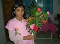 Elle est venue avec son bouquet!