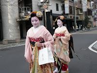 帰路、繩手通りで舞妓さんにあい、写真撮らせていただいた!