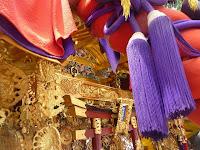 神輿は詳細な彫物が施してある