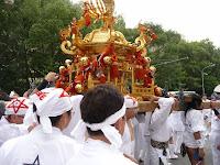 午后一時神輿が神社を出発した