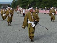 行列の警護役は弓術盛んな丹波の南桑田・船井の人々