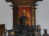 手前の大黒天の頭上の奥に小さく見えるのが秀吉の持仏像「大黒天」