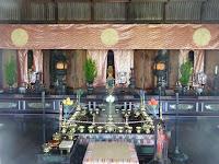 霊明殿、全高10,7cm平安後期の作で円勢・長円、国宝である