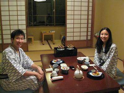 Mesas y camas tradicionales de japon las habias visto for Japanese eating table