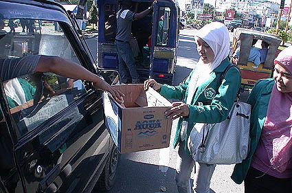 [Mahasiswa+Bantuan+Banjir+aceh.jpg]