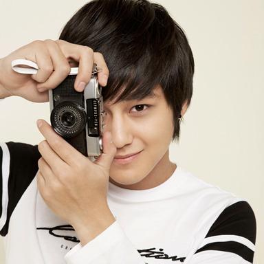 Kim Bum Korean Aktor With his Pocket Photography