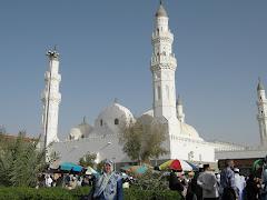 Dihadapan Masjid Quba - masjid pertama selepas hijrah