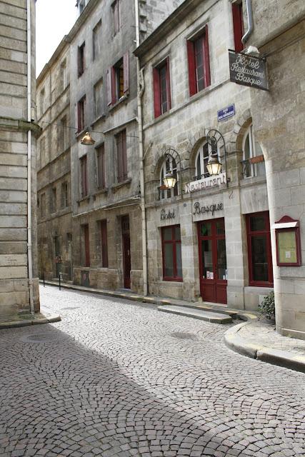 Bordeaux et ses environs promenade depuis la porte de bourgogne jusqu 39 la place de la bourse - La table du quai bordeaux ...