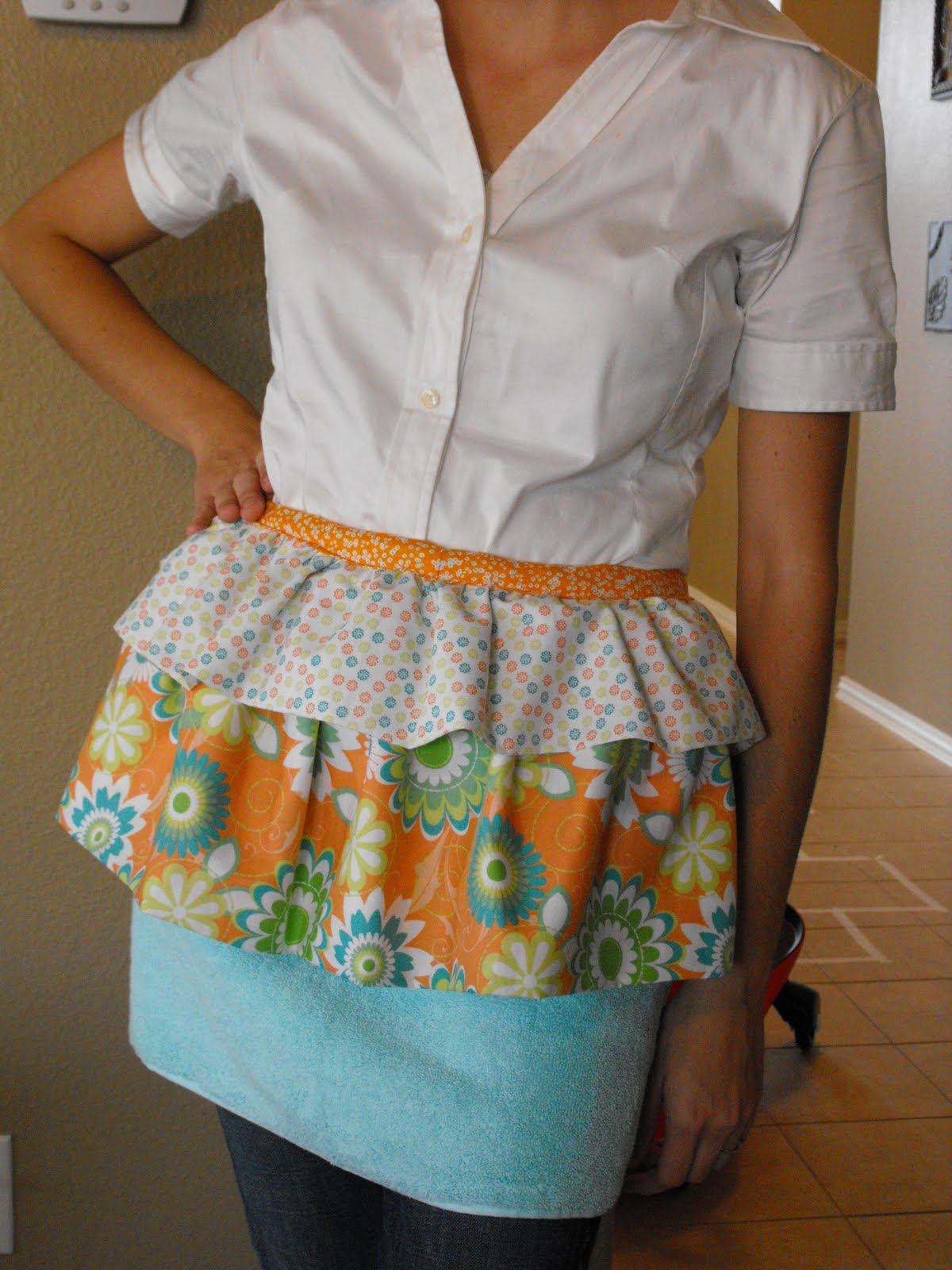White waist apron ruffle -  Hand Towel Apron
