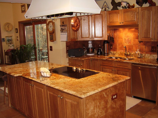 Fabulous Kitchen with Oak Cabinets 533 x 400 · 412 kB · png