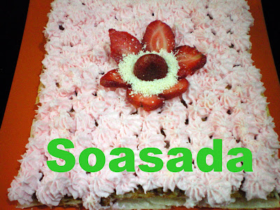 Tarta de hojaldre con fresas y nata 100_0141