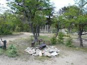 parrilla en el exterior de la cabaña con vista al cerro y al  lago Alumine de Villa pehuenia