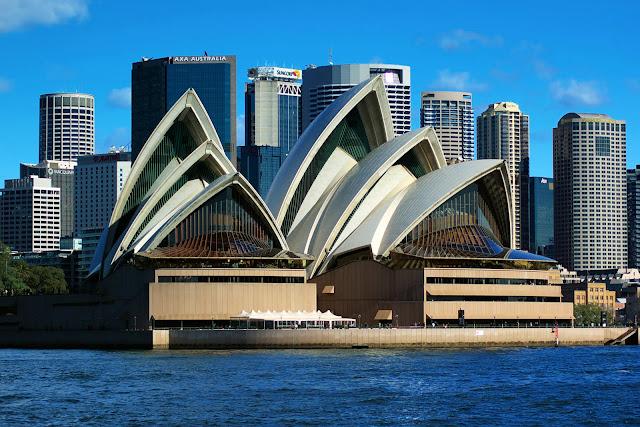 Masterpieces of modern architecture obras maestras de la for Arquitectos de la arquitectura moderna
