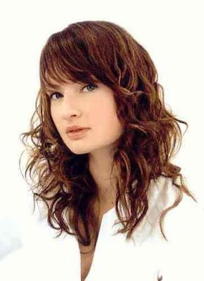 http://3.bp.blogspot.com/_q2vBKS0O8JM/SJL3q5IXRvI/AAAAAAAAFKg/D6k6wFLMBmo/s400/strihy_ucesy_dlouhe_vlasy_hairstyle%2B(16).jpg