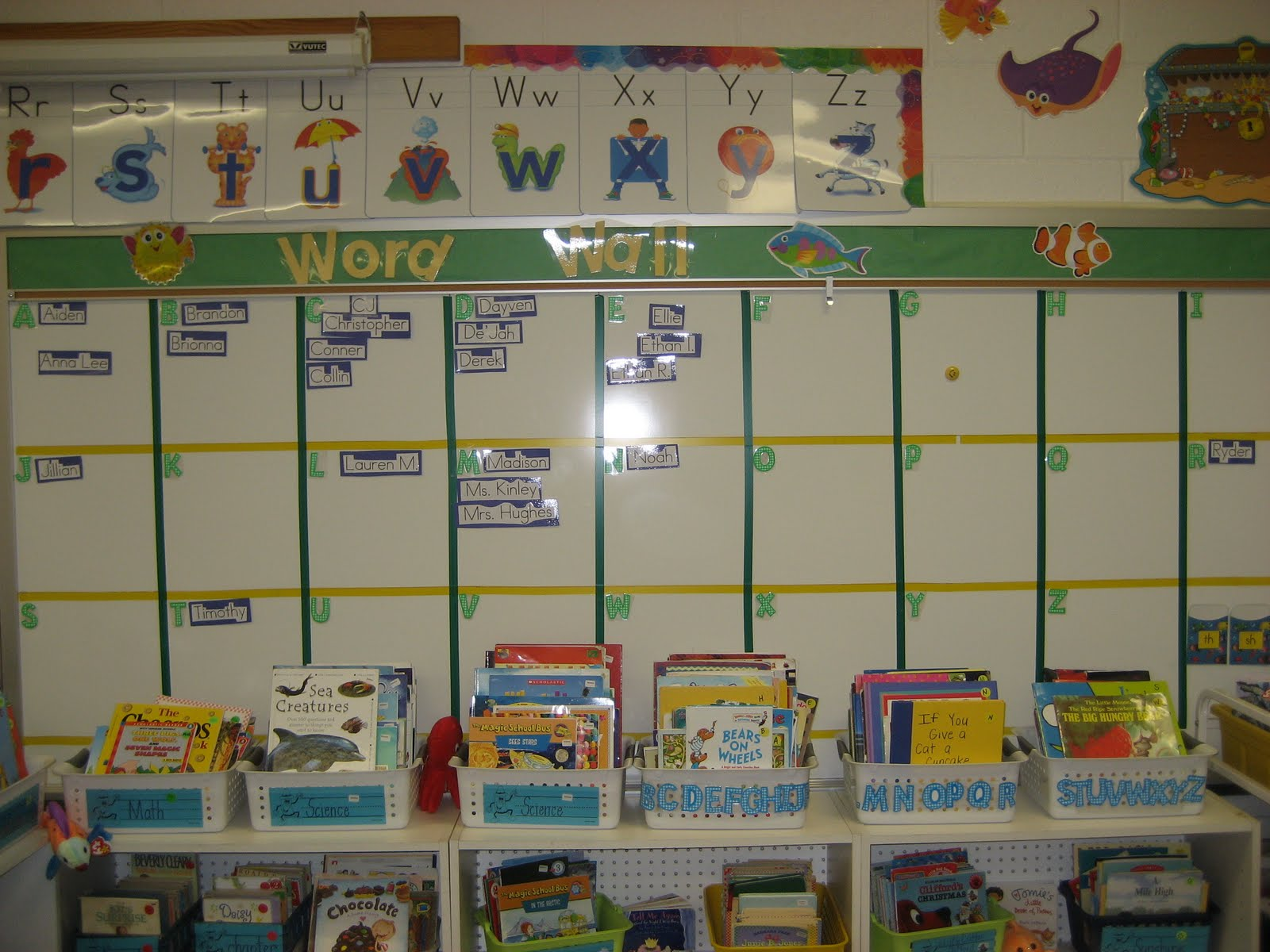 First Grade Classroom Word Wall http://fabulousfish-stephanie.blogspot.com/2010/09/classroom-tour.html