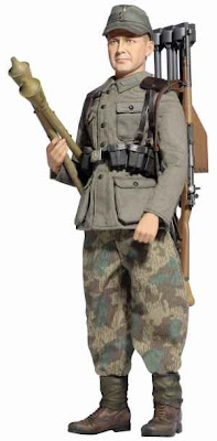 Alder Fisher (Grenadier) - WH Anti-Tank Loader w/Panzerfaust 257. Volksgrenadier-Division, Bavaria 1945 ~ Gear Plus Series