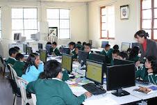 Niños  de Primaria en Aula Informática