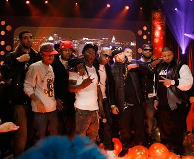 Imagen de Drake, Cory Gunz, Mack Maine, LIl Wayne, Birdman, Gudda Gudda, Jay Sean, David Banner y Dj Khaled en la actuacion de 106 & Park