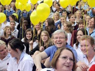 Australian PM Kevin Rudd in transplant walk