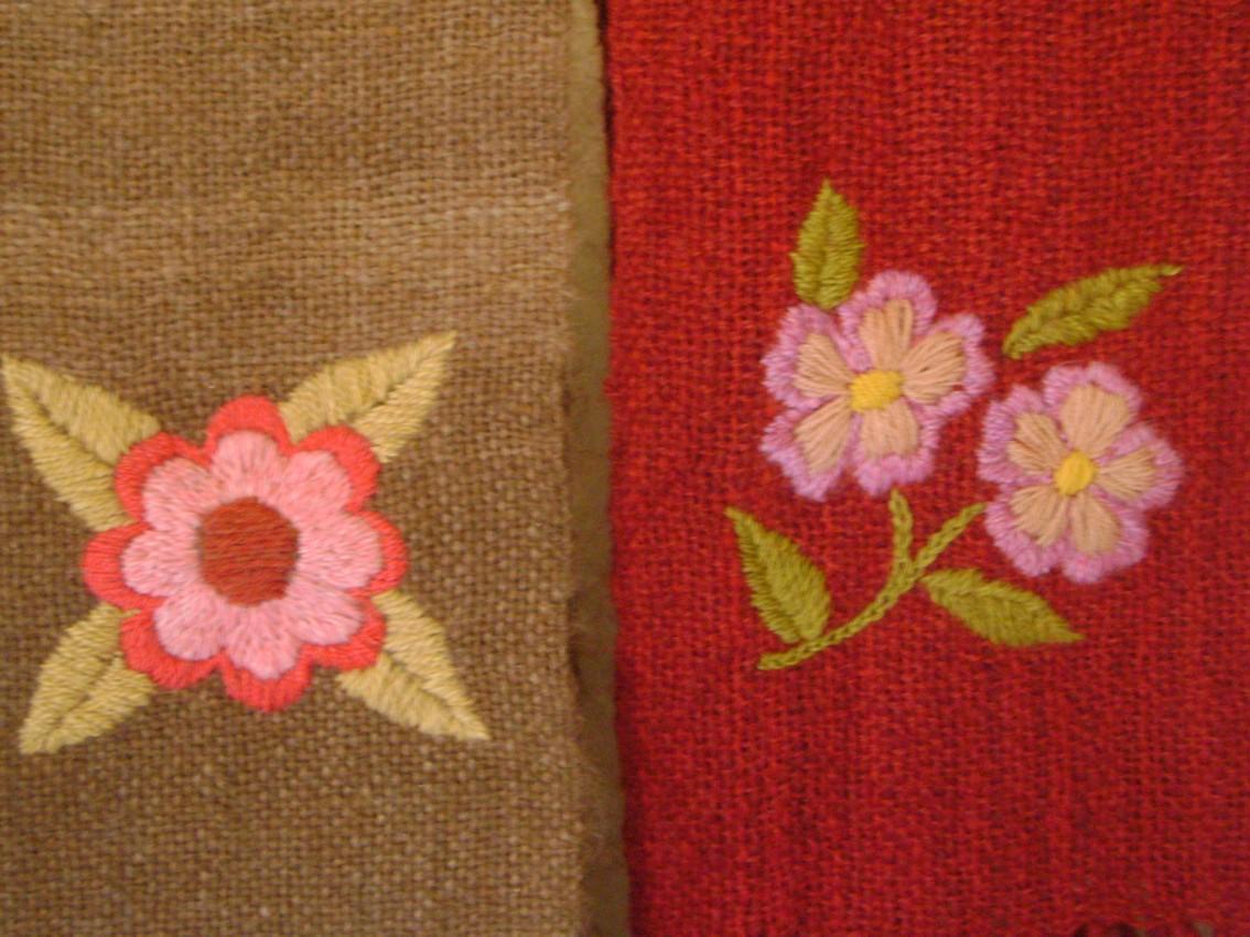 Bufandas de Lana de Llama hechas en telar, bordadas a mano.