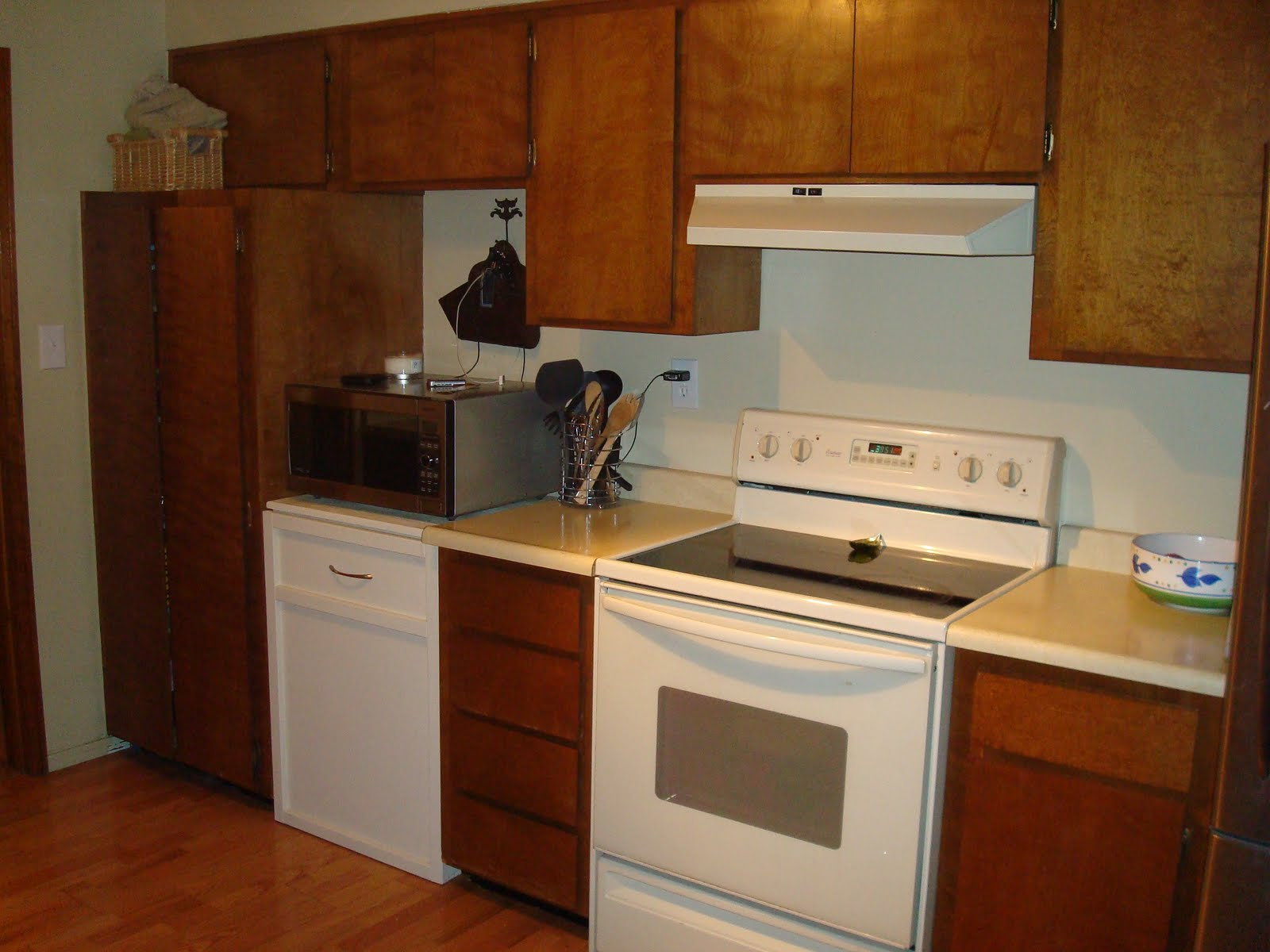Just me low budget kitchen remodel for Kitchen remodels on a budget photos