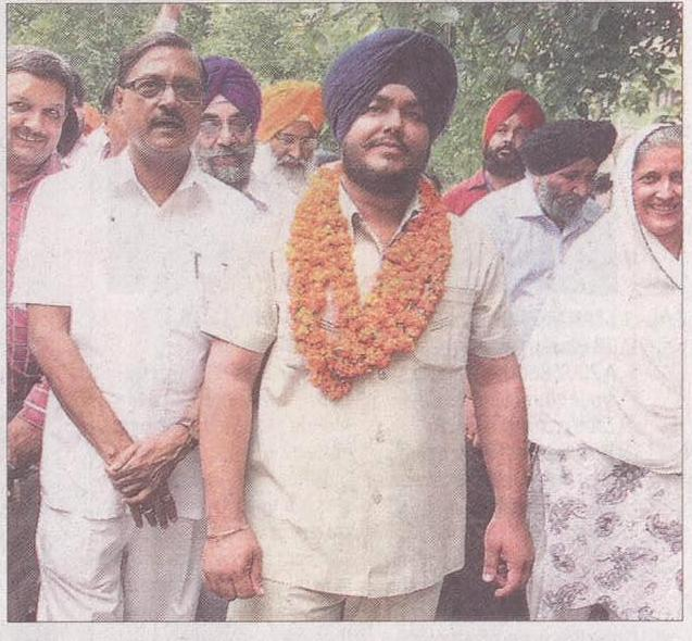 Akali Dal-BJP candidate Malkit Singh & Ex-MP Satya Pal Jain at DC Office in Chandigarh on Tuesday