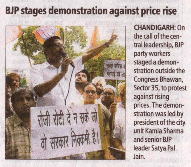 The demonstration was led by unit Kamla Sharma and senior BJP leader Satya Pal Jain.