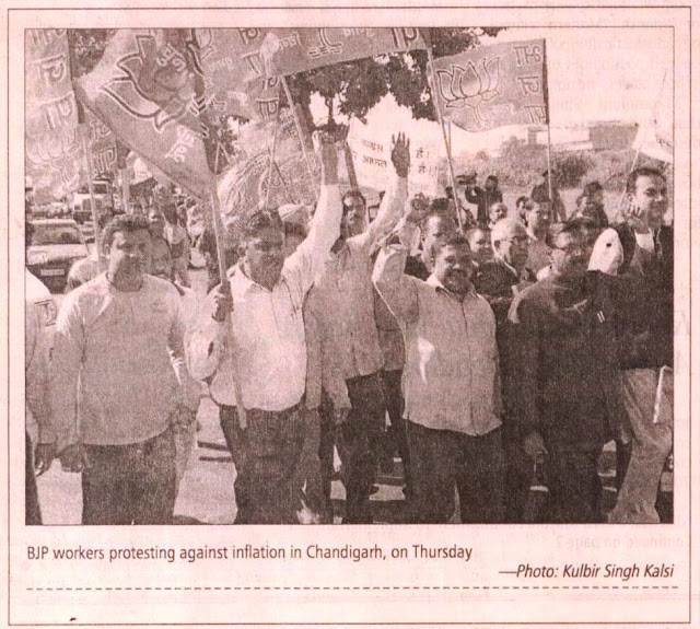 BJP leader Satya Pal Jain & BJP workers protesting against inflation in Chandigarh