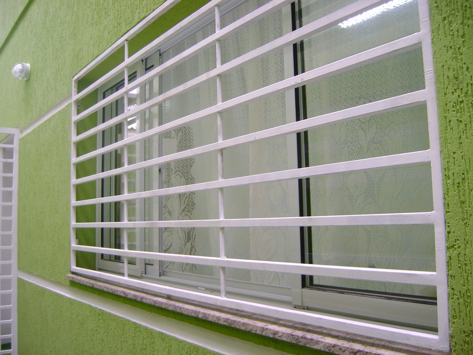 #4C5E22 Esquadrias de Alumínio e Vidraçaria 408 Janelas De Vidros Com Grades