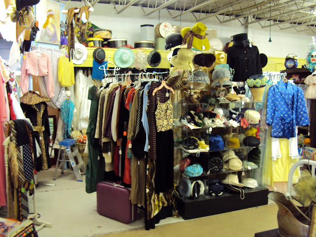 places to buy vintage clothing