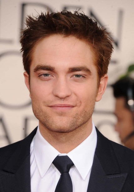 Robert Pattinson On The Red Carpet At The 2011 Golden Globe Awards