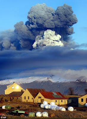 http://3.bp.blogspot.com/_qLAIskTQXUc/TVKYbCmPRiI/AAAAAAAAGno/zeXdS_Do2-g/s1600/iceland+volcano.jpg