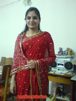 aunty hot mallu south aunties hot bathing show wet expos