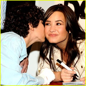 Demi Lovato Spanish on Demi Lovato Spanish Smooch Jpg