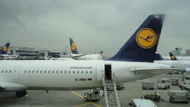 Aviões da Lufthansa no Aeroproto de Frankfurt