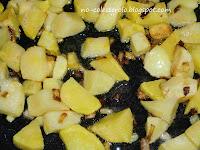 ricetta anti colesterolo del merluzzo cotto in padella con patate e pomodorini.