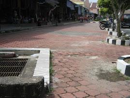 Parit ditutup sebagai langkah menghadapi banjir.