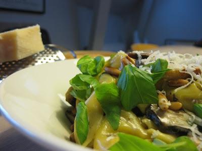 pastaret med laks piskefløde og grøntsager