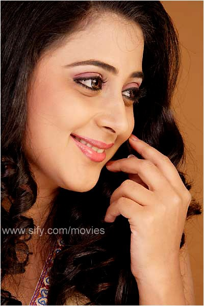malayalam actress wallpapers. Kaniha is the Actress who